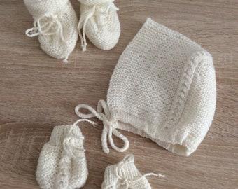 Ensemble bébé, coffret naissance, chaussons bébé, bonnet bébé, moufles bébé,  pure laine (100% Mérinos), tricoté à la main, kit naissance f49b933dcb3