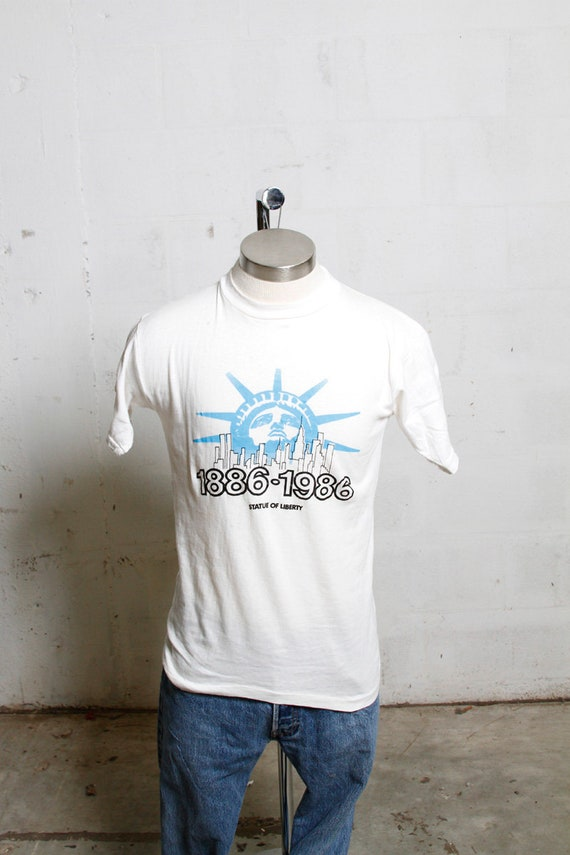 Vintage 80's NYC Statue of Liberty T Shirt Soft! Thrashed! L