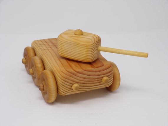 Réservoir de l'armée de jouer en bois fait à la main