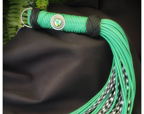 Ready to ship - Kinderkink Harmony flogger