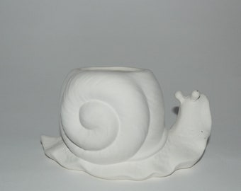 White terracotta snail to decorate cm 15 x 9