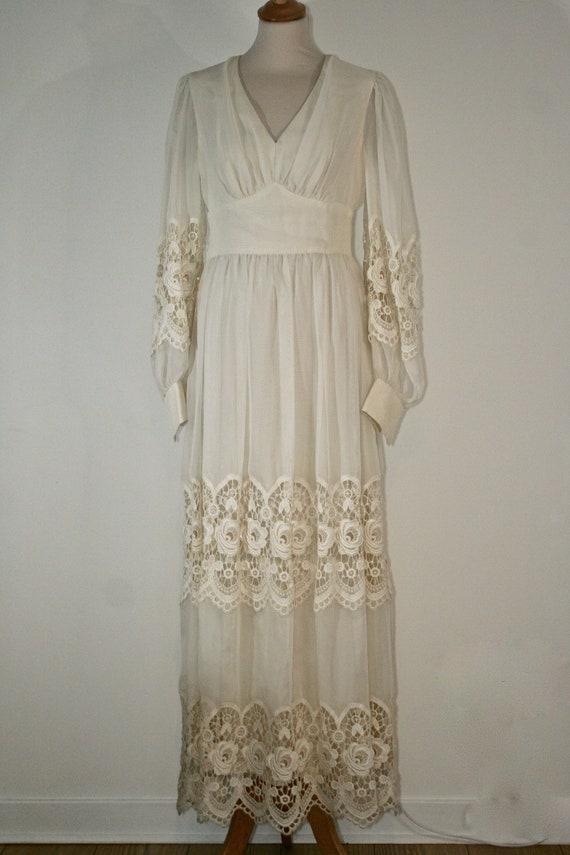Vintage 1970s white full length crochet lace summe