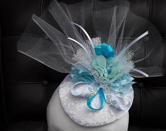Spring and summer turquoise and white fascinator