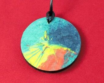 Collier, pendentif rond, peint à la main