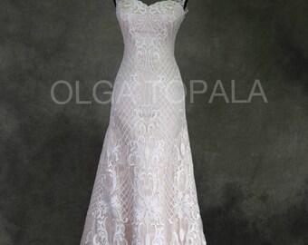 Wedding dress. Hourglass silhouette.Removable skirt