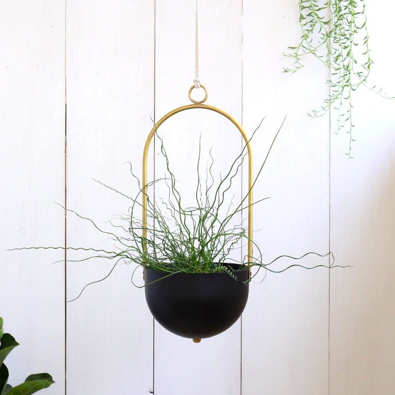 Hanging planter indoor or outdoor Wall decor Boho hanging planter Minimalist Planter basket Brass Wall planter