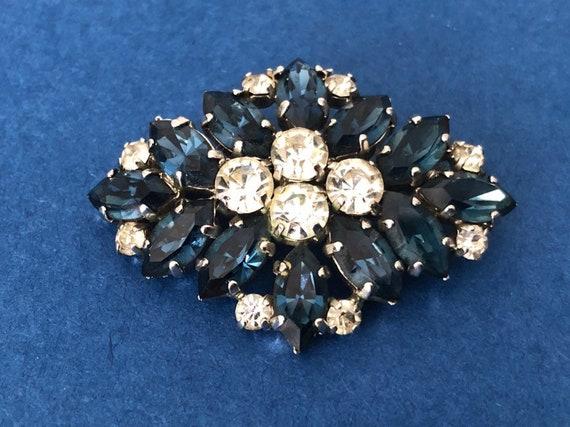 Lovely Vintage Jewellery Gold-tone Faux onyx sparkling Smoky Diamonds Brooch