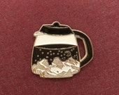 Needle minder in enamel Coffee pot, night mountain scene, coffee lover accessory, magnetic with silver tone, embroidery accessory, nanny