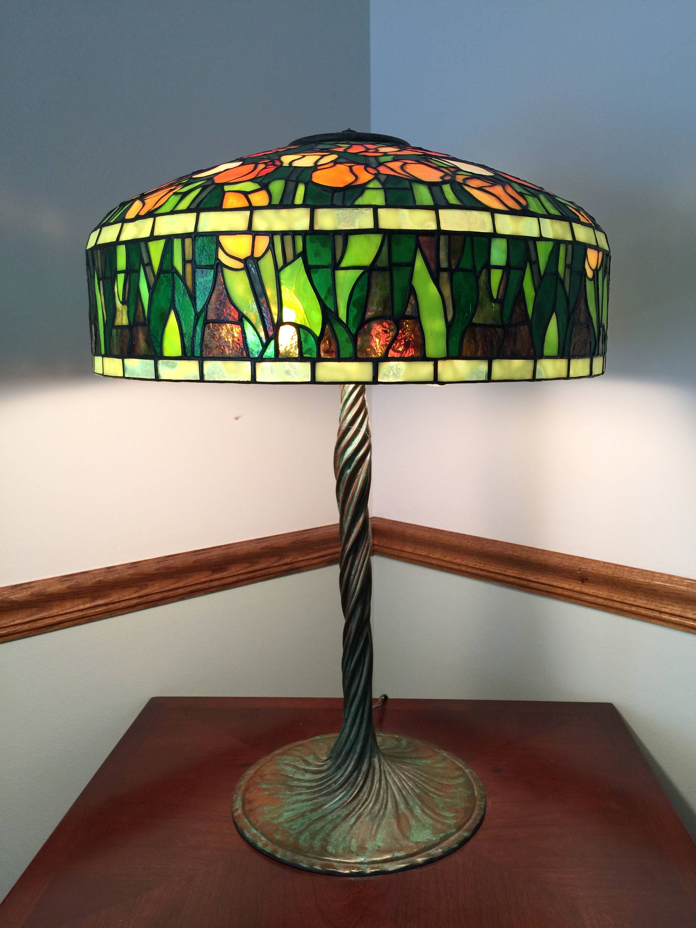 18 Tiffany Tulip Stained Glass Lamp