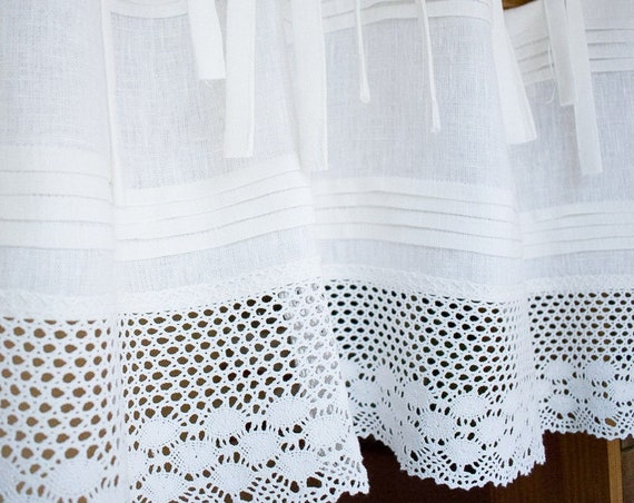 Linen kitchen curtain with lace