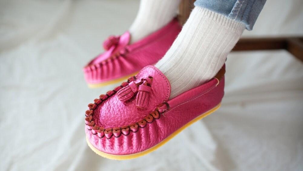 100 % à cousu la main en cuir cousu à des chaussures pour enfants. Mocassins en cuir pour bébé. Chaussures de bébé garçon Mocs.Baby. Chaussures de bébé fille Shoes.Toddler. Chaussures pour enfants. Oello 7706cc