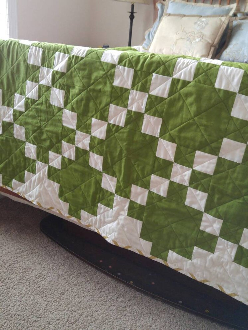 READY TO SHIP Green Celtic Crossing Baby Quilt/Modern Irish Chain Crib  Quilt/Spring Quilt/Green Gender Neutral Quilt/Green and Gold Quilt
