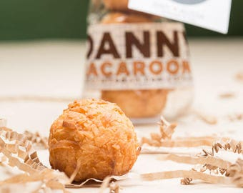 Macaroons / wedding favors / party favors / cheap wedding favors / edible favors / personalized gift / bridal shower favor