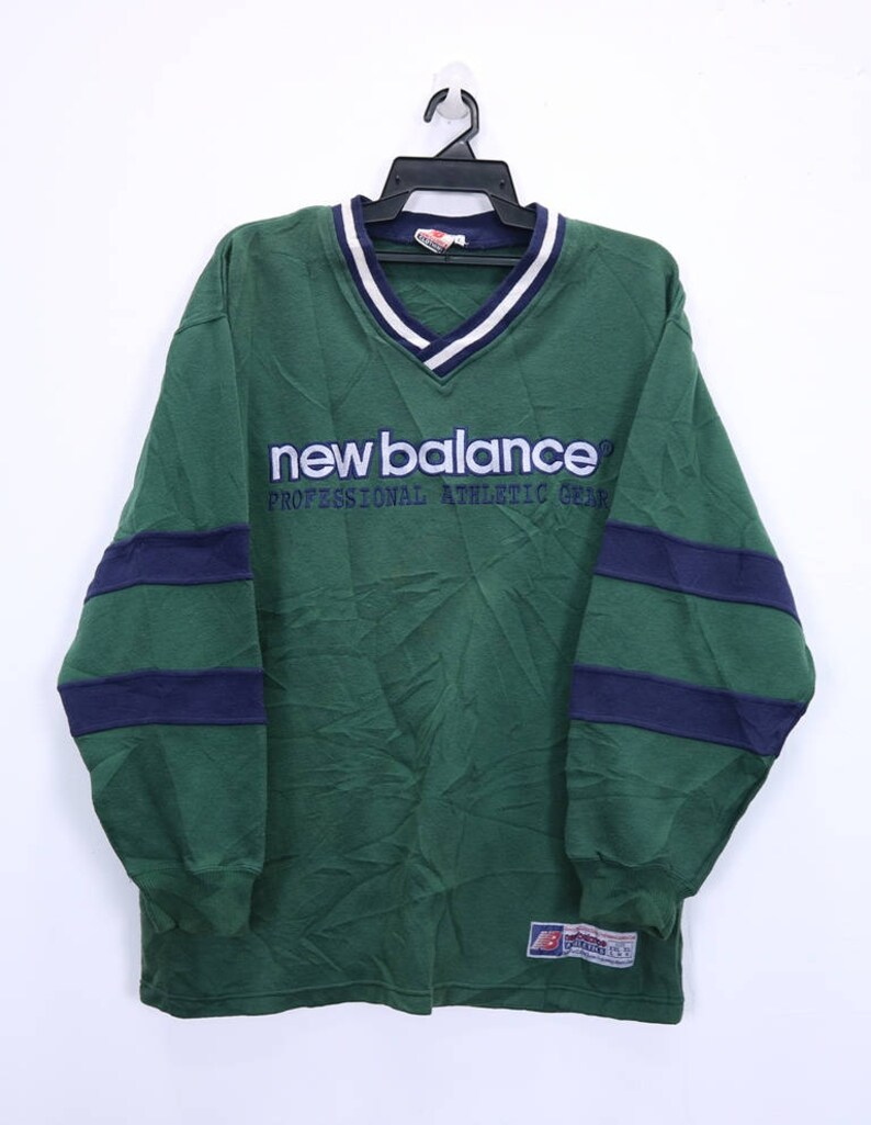 91edda1c02db4 Vintage New Balance Sweatshirt V- Neck Big logo Spell Out Embroidery Large  size Green colour