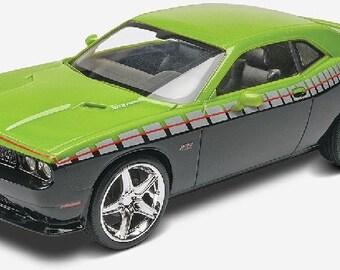 Plastic Model Kit RMX-4398 2013 Challenger SRT8 Foose Design (Green Black) Plastic Car Model Free Shipping!