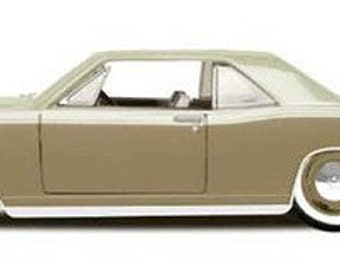 Collectible 1/24 Scale Diecast 1966 Lincoln Continental Custom (Gold)