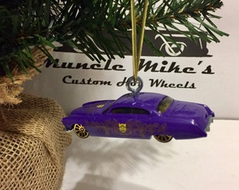 Hot Wheels Christmas Ornament Minions/Despicable Me Fish'd and Chip'd jaguar or can convert to keychain