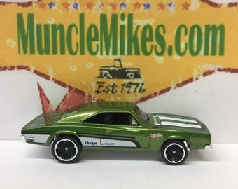 Hot Wheels & Display Case 1969 Dodge Charger 500 Hot Rod GREEN Mopar