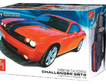 Plastic Model Kit AMT-1075 2008 Dodge Challenger SRT8 Plastic Car Model Mopar