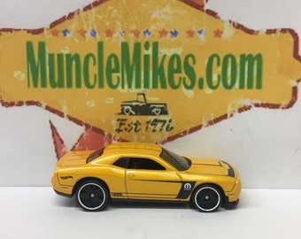 Hot Wheels & Display Case 2015 Dodge Challenger SRT Hot Rod YELLOW Mopar