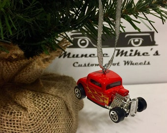 Hot Wheels Christmas Ornament red 1932 Ford