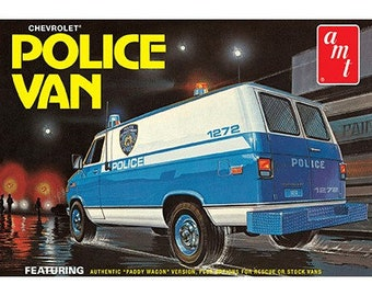 Plastic Model Kit: AMT-1123 NYPD Chevy Police Van Model Kit