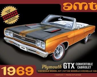 Plastic Model Kit: AMT-1137 1969 Plymouth GTX Convertible Model Kit MOPAR