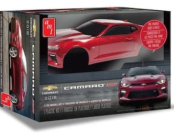 Plastic Model Kit AMT-1020 2016 Chevy Camaro SS (Red) Plastic Car Model