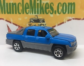 Matchbox & Display Case 2002 Chevy Avalanche Blue