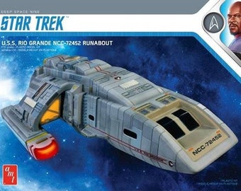 Plastic Airplane Model Kit: AMT-1084 Star Trek Deep Space Nine USS Rio Grande NCC72452 Runabout