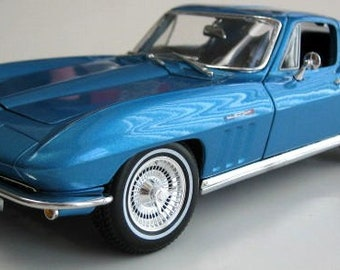 Collectible 1/18 Scale Diecast 1965 Corvette (Met. Blue)