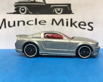 Hot Wheels 2007 Ford Mustang: BARE METAL