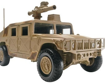 Plastic Model Kit rmx-1227 1/25 Humvee (Snap) Model Kit + Best Deal Online + DISPLAY CASE INCLUDED +