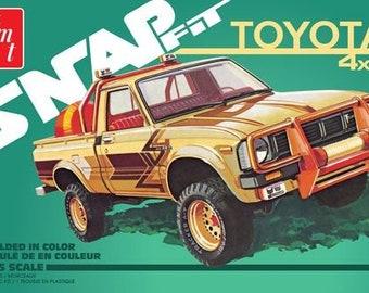 Plastic Model Kit: AMT-1114 1980 Toyota 4x4 Pickup Truck (Snap) Model Kit