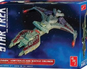 Plastic Airplane Model Kit: AMT-1027 Star Trek Klingon Vor'cha Class Battle Cruiser