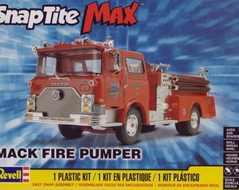 Plastic Model Kit RMX-1225 1/32 Mack Fire Engine Pumper Truck (Snap) Model Kit