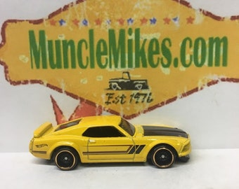 Hot Wheels & Display Case 1969 Ford Mustang Boss 302 Hot Rod YELLOW