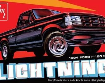 Plastic Model Kit: AMT-1110 1994 Ford F150 SVT Lightning Pickup Truck