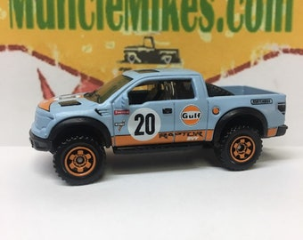Matchbox & Display Case 2010 Ford F150 SVT Raptor