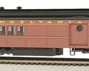Model Railroading BAC-13707 Heavyweight Lighted Combine Pennsylvania Postwar #4536 RED