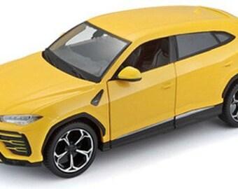 Collectible 1/24 Scale Diecast 2018 Lamborghini Urus 4-Door Car (Yellow) Diecast Model from Maisto