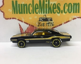 Hot Wheels & Display Case 1969 Dodge Charger 500 Hot Rod BLACK/YELLOW Mopar