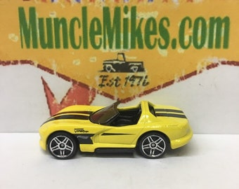Hot Wheels & Display Case Dodge Viper RT 10 Hot Rod YELLOW Mopar