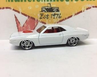 Hot Wheels 1970 Dodge Challenger Custom Painted Triple White Mopar