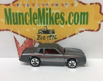 Hot Wheels & Display Case 1986 Monte Carlo SS Hot Rod GRAY