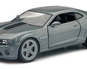 Collectible 1/24 Scale Diecast 2011 Chevrolet Camaro SS