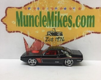 Hot Wheels & Display Case 1970 Dodge Challenger BLACK Mopar