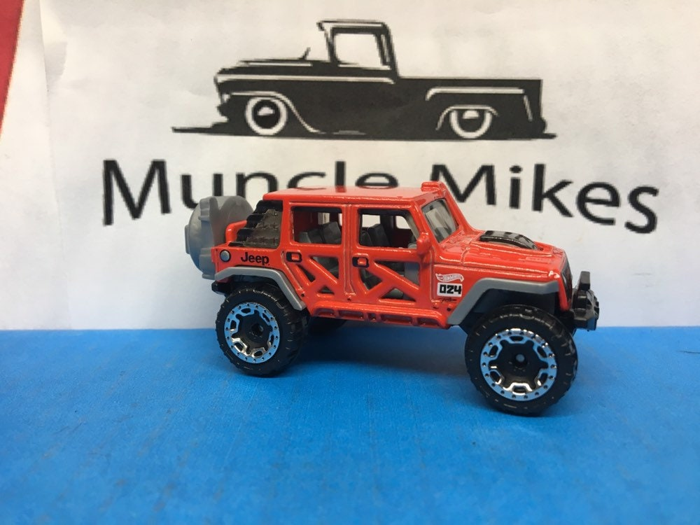 Hot Wheels & Display Case '17 Jeep Wrangler In Red
