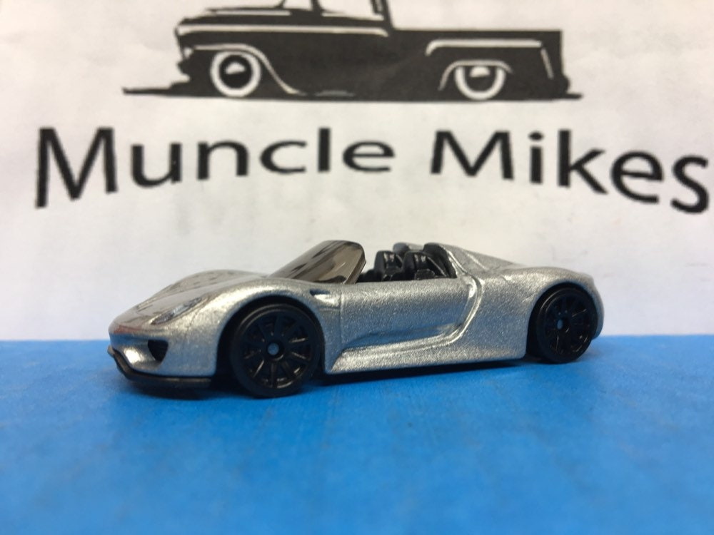Collectible 2018 Hot Wheels Porsche 918 Spyder GRAY With Custom Clear Display Case