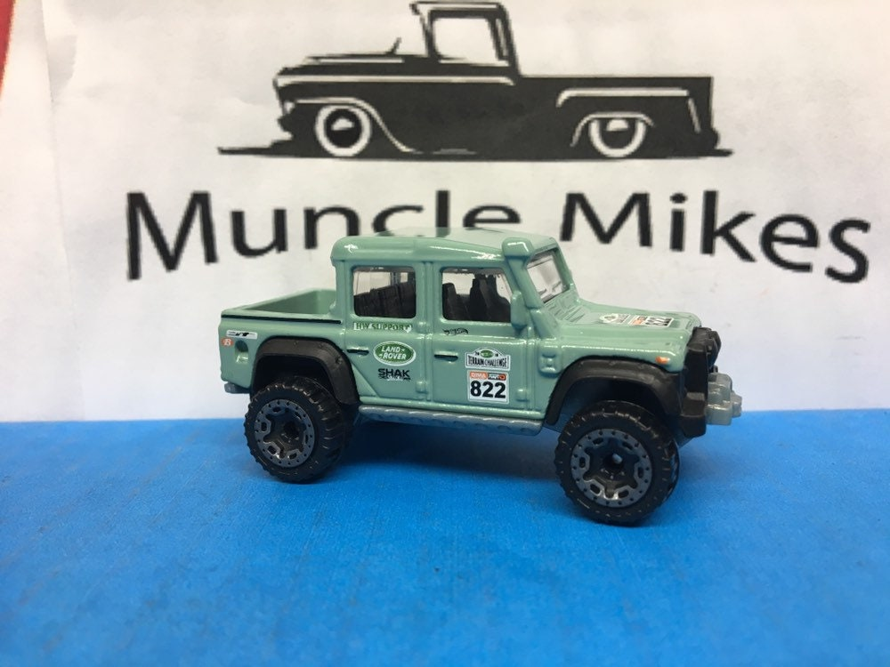 Collectible 2018 Hot Wheels 2015 Land Rover Defender Double Cab Sea Green With Custom Clear Display Case Free Shipping!